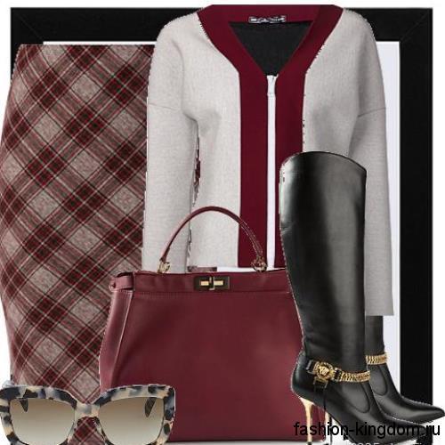 Высокие кожаные сапоги черного цвета на тонком каблуке, декорированные золотыми цепочками, в сочетании с юбкой-карандаш красного тона в клетку, жакетом бело-красной расцветки и сумочкой темно-красного оттенка.