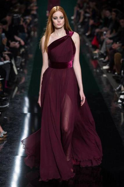 Шифоновое длинное платье цвета марсала для вечернего стиля, с проймой на одно плече и широким поясом из коллекции Elie Saab.
