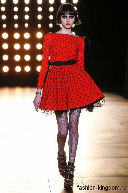 Красное с черным пышное платье