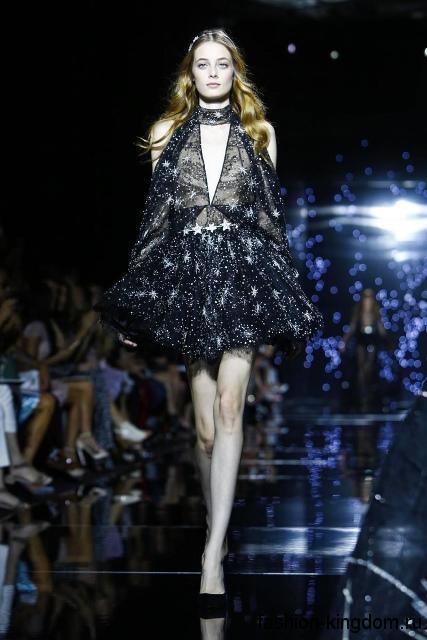Короткое платье полуночно-синего цвета с космическим рисунком, пышной юбкой и открытой спиной модного сезона осень-зима 2015-2016 от Zuhair Murad.