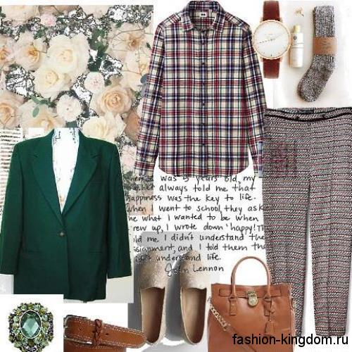 Женская клетчатая работа свободного фасона для работы гармонирует с серыми брюками серого цвета и прямым пиджаком зеленого тона.