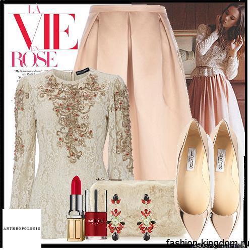 Кружевная блузка молочного цвета с вышивкой и длинными рукавами в стиле 1900-х в тандеме с персиковой длинной юбкой и туфлями на каблуке.