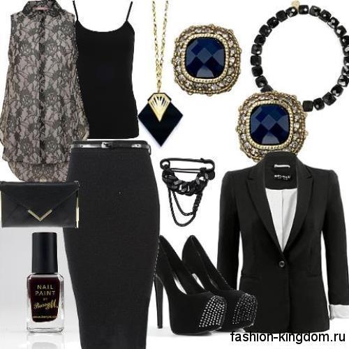Черная юбка-карандаш для работы дополняется шифоновой черной блузкой без рукавов и пиджаком черного цвета.