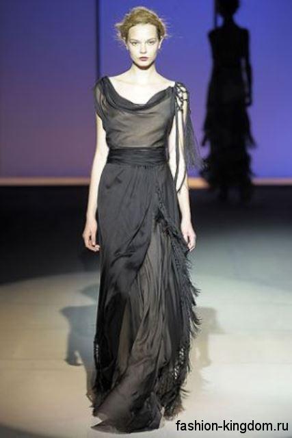 Длинное шифоновое платье черного цвета, без рукавов, в стиле модных 1900, из коллекции модного дома Alberta Ferretti.