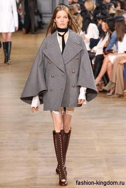 Демисезонное пальто серого цвета, свободного силуэта, с широкими рукавами из коллекции Chloe.