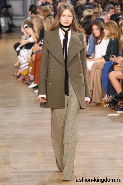 Стильное демисезонное пальто длиной выше колен, цвета хаки, в стиле милитари из коллекции Chloe.