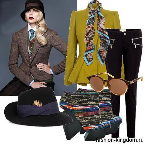 Короткое демисезонное пальто с баской, цвета лайм в сочетании с узкими черными брюками и ботильонами на асимметричной платформе.