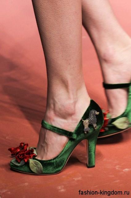 Женские модные туфли на высоком каблуке в стиле ретро, зеленого цвета, декорированные цветами от Dolce & Gabbana.