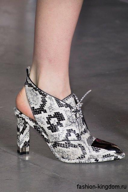 Черно-белые модные туфли на устойчивом каблуке, со шнуровкой и открытой пяткой из коллекции Louis Vuitton.