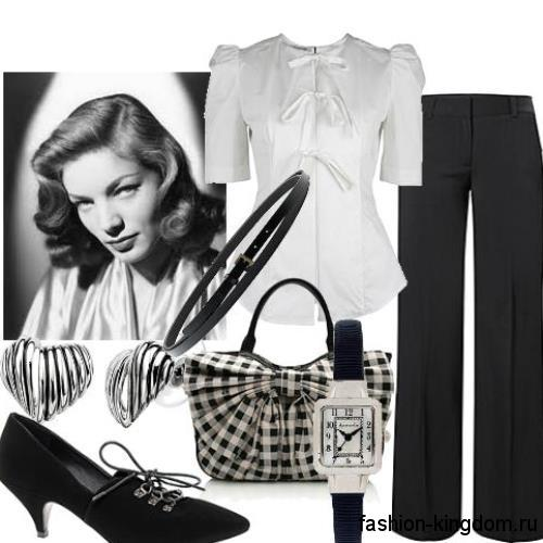 Офисный комплект из белой блузки с короткими рукавами, классических черных брюк и туфель на низком каблуке.