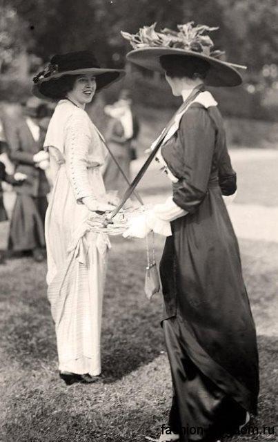 Повседневный образ с модными аксессуарами 1910 годов