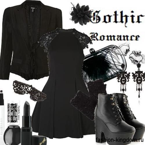 Короткое черное платье с пышной юбкой в готическом стиле в сочетании с черным жакетом и массивными ботильонами на каблуке.