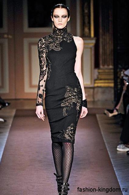 Вечернее платье черного цвета, приталенного фасона, с ажурными вставками в готическом стиле от Andrew Gn.
