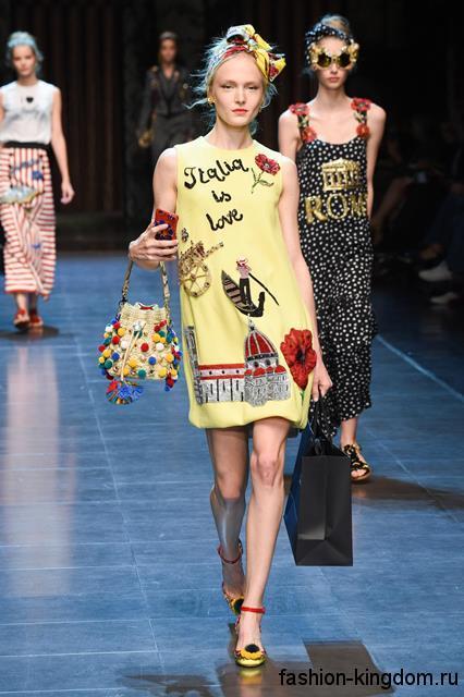 Короткое платье желтого цвета с рисунком, свободного кроя, без рукавов сезона весна-лето 2016 от Dolce & Gabbana.