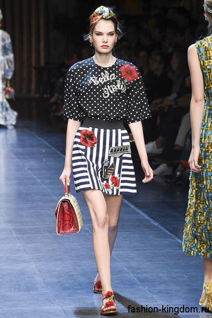 Короткая юбка-трапеция черно-белого цвета в полоску, с высокой талией из коллекции весна-лето 2016 от Dolce & Gabbana.