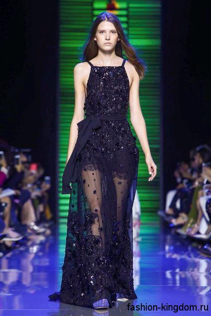 Ажурное вечернее платье в пол черного цвета, декорированное пайетками и стразами из коллекции весна-лето 2016 от Elie Saab.