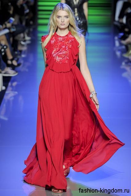 Длинное платье красного цвета свободного кроя, без рукавов сезона весна-лето 2016 от Elie Saab.