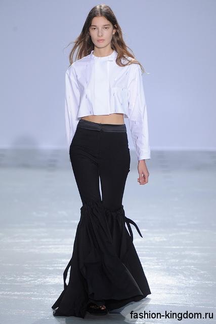 Женские брюки-клеш черного цвета, с высокой талией из коллекции вечна-лето 2016 от Ellery.