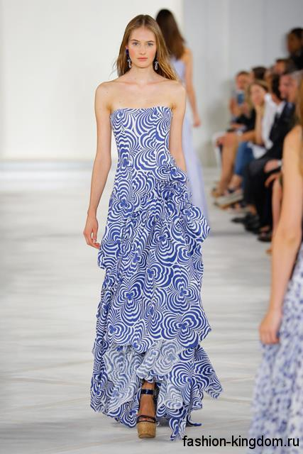 Вечернее платье в пол бело-синего цвета с абстрактным принтом и корсетным верхом сезона весна-лето 2016 от Proenza Schouler.