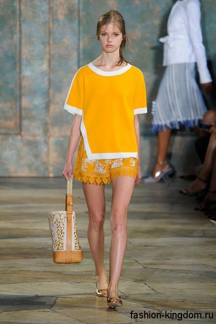 Ажурные летние шорты бело-желтой расцветки, свободного кроя сезона весна-лето 2016 от Tory Burch.