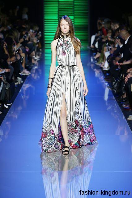 Летнее платье белого цвета с рисунком, длиной в пол, с акцентом на талии из коллекции ELIE SAAB.