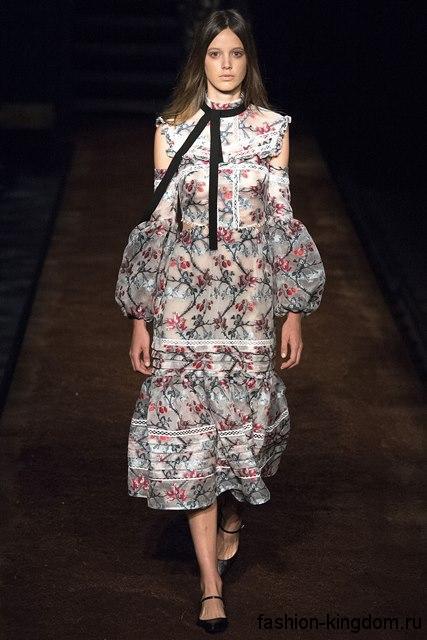 Шифоновое летнее платье черно-белого тона с цветочным принтом, с объемными вставками и длинными рукавами от Erdem.