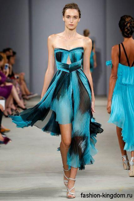 Легкое летнее платье асимметричного кроя, длиной миди, черно-синего цвета, с приталенным верхом от J. Mendel.