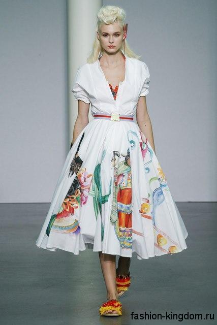 Летнее платье-миди белого цвета с рисунком, в стиле ретро, с пышной юбкой и приталенным верхом от Stella Jean.