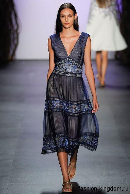 Шифоновое летнее платье темно-синего цвета, полуприталенного силуэта, без рукавов из коллекции Tadashi Shoji.