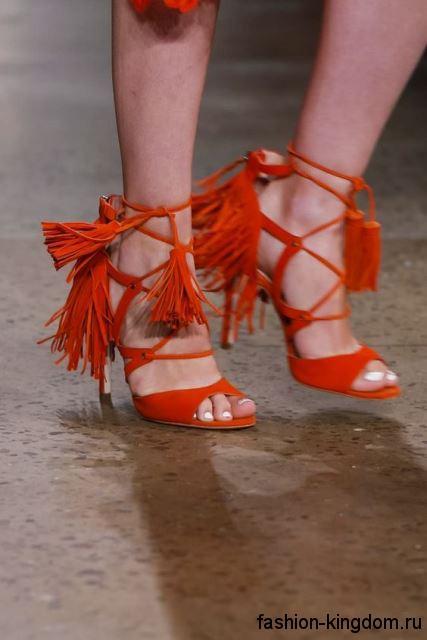 Босоножки на шпильке оранжевого цвета, с ремешками и завязками из коллекции Marissa Webb.