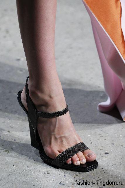Стильные босоножки на платформе, темно-серого цвета из коллекции Narciso Rodriguez.