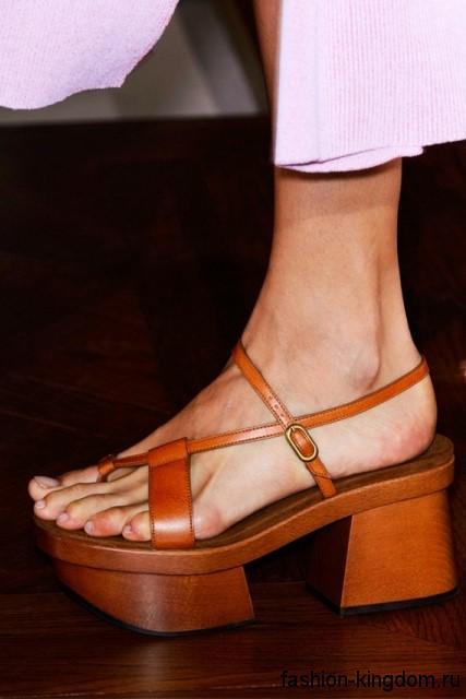 Модные босоножки на массивном каблуке и платформе, коричневого цвета из коллекции Stella McCartney.
