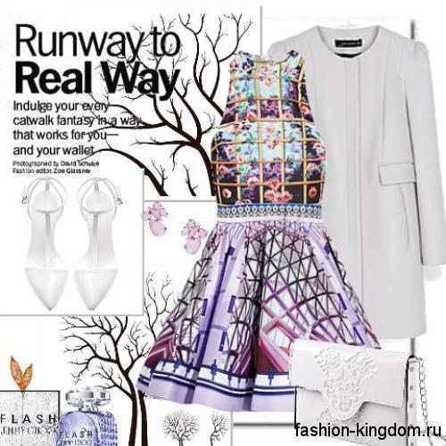 Светло-серое осеннее пальто прямого кроя в сочетании с разноцветным атласным платьем.