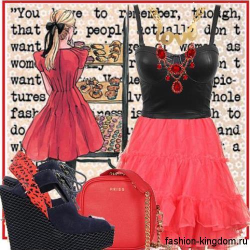 Пышная юбка-мини красного цвета для невысоких девушек в сочетании с кожаным черным топом.