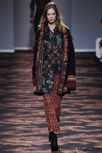 Длинный осенний кардиган в стиле этно, черного цвета с вышивкой в тандеме с длинной юбкой из коллекции Etro.