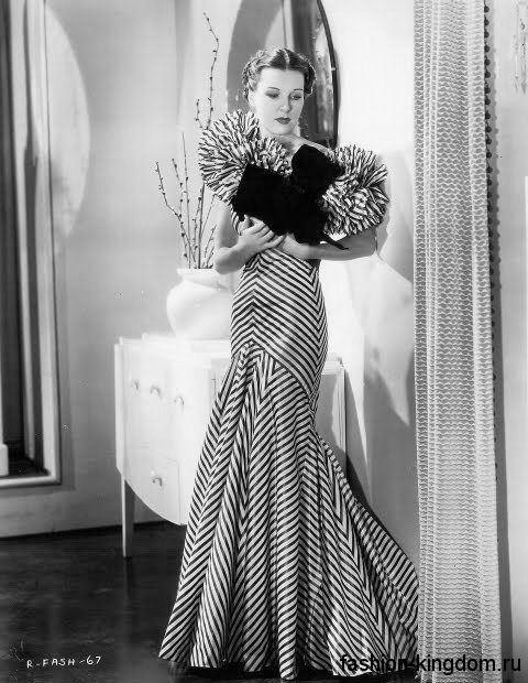 Длинное платье в полоску 30-х годов, приталенного фасона, с объемными рукавами.