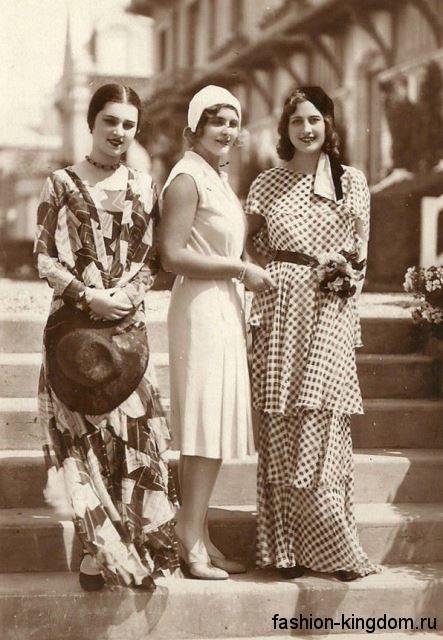 Летние платья из шифона 30-х годов, длиной миди и макси, различных цветов, с акцентом на талии.