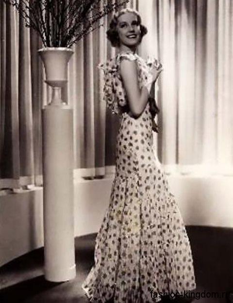 Длинное платье в горошек 30-х годов, приталенного силуэта, с расклешенной юбкой.