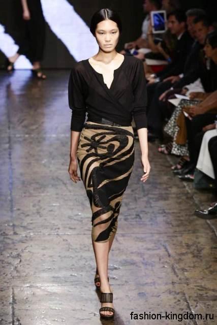 Узкая юбка-миди бежевого цвета с черным принтом, с высокой талией из коллекции Donna Karan.