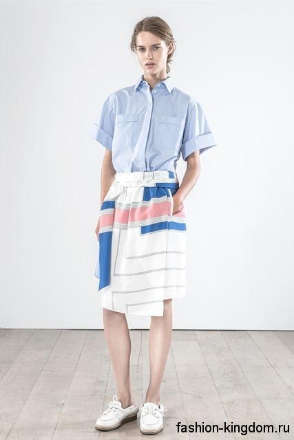 Асимметричная юбка-миди белого тона с цветными вставками, с тонким пояском от Vanessa Bruno.