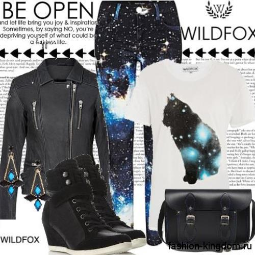 Кожаные сникерсы черного цвета, на платформе и шнуровке в тандеме с кожаной черной курткой и брюками черно-синей расцветки.
