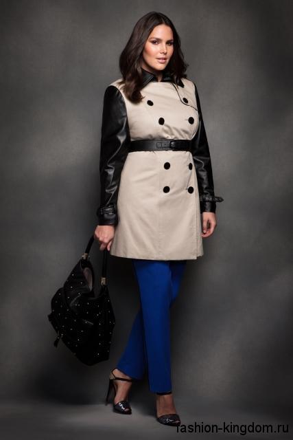 Светло-серый тренчкот с кожаными рукавами для полных женщин, прямого покроя, длиной выше колен.