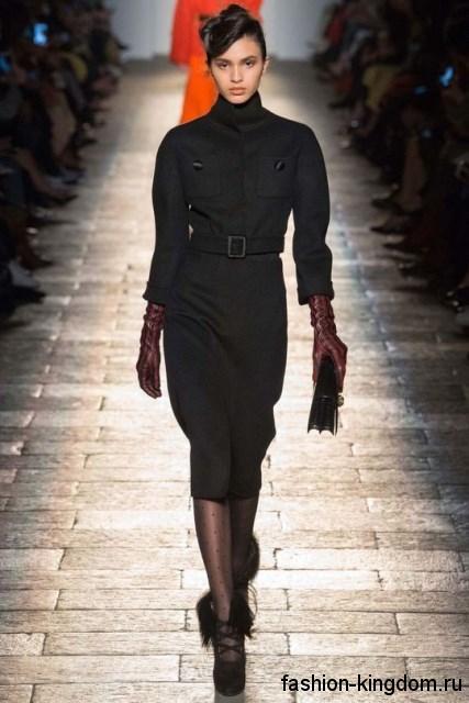 Зимнее платье-миди черного цвета, приталенного покроя, с рукавами три четверти и коллекции Bottega Veneta.