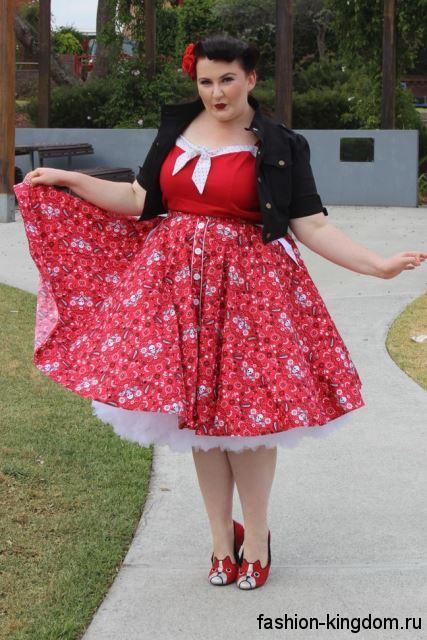 Ретро платье красного цвета с белыми вставками и пышной юбкой, длиной до колен для полных женщин.