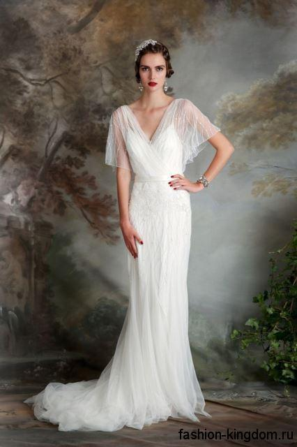 Белое свадебное платье в стиле ретро, длиной в пол, со шлейфом и шифоновыми рукавами.