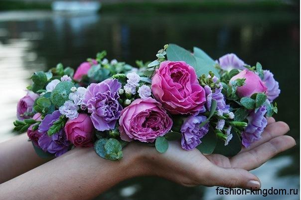 Мода на все времена: цветочные украшения для волос